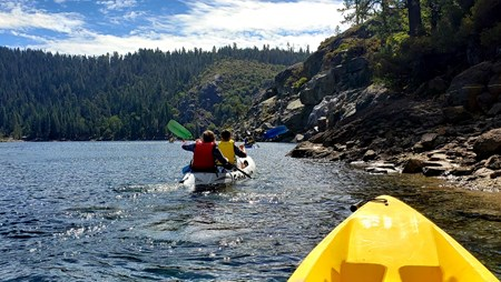 Kayaking in Pinecrest Lake